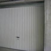 Porte de garage basculante non-débordante
