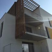 Liberty 2 - Nexity - In Situ : Balcon métallique suspendu avec filtre visuel bois