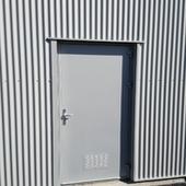 Porte acier avec ventilation basse