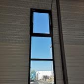 Chassis-fixe aluminium avec fenêtre sur verrin  désenfumage