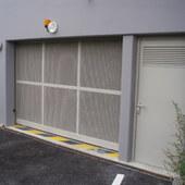 Portail sectionnel + porte ventilation haute