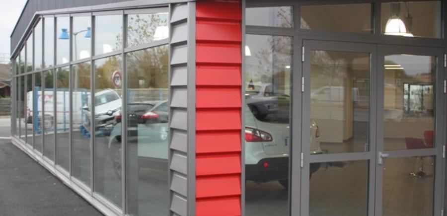 Garage Robion - Robion - Dugast Arch. : Mur rideau à pan coupé