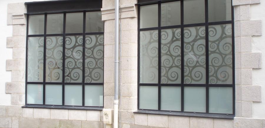 Menuiserie acier avec vitrage opale et décoratif