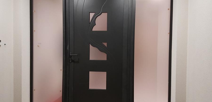 Porte d'entrée aluminium avec panneau vitré