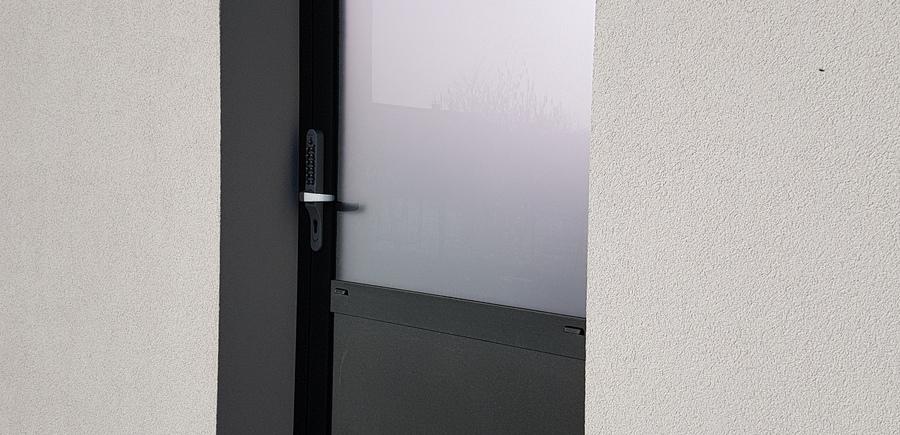 Porte extérieure aluminium vitrage opale