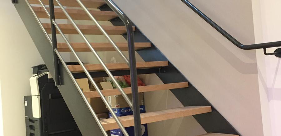 Escalier droit marche bois