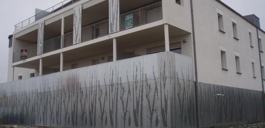La Mignognerie - Vilogia - AUD Perraud : Fermeture parking en tole poiconnée